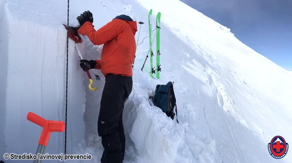 2020_03_09 Nízke Tatry Lukový kotol, výroba profilu snehovej pokrývky